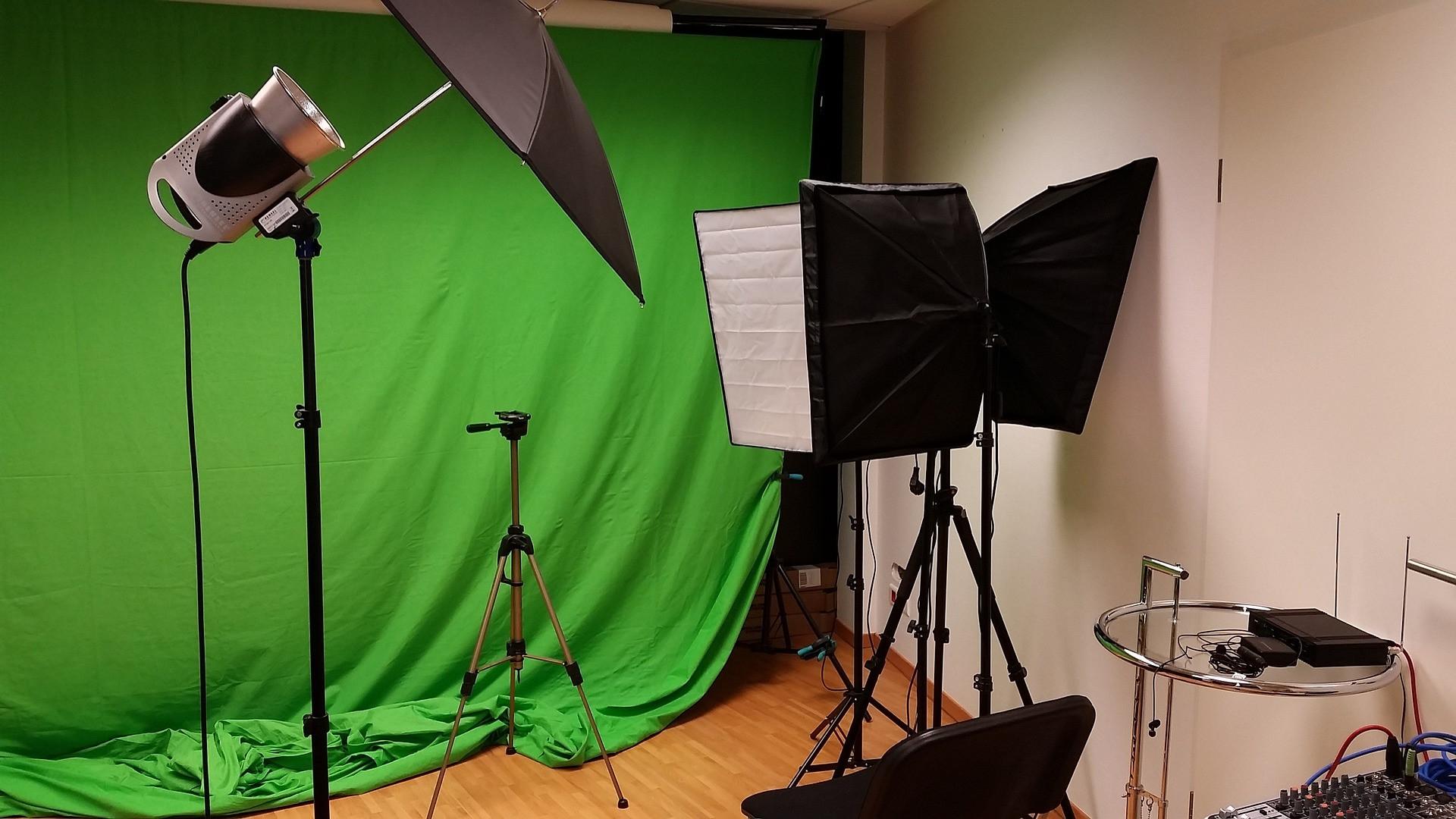 photo-studio-2423995_1920