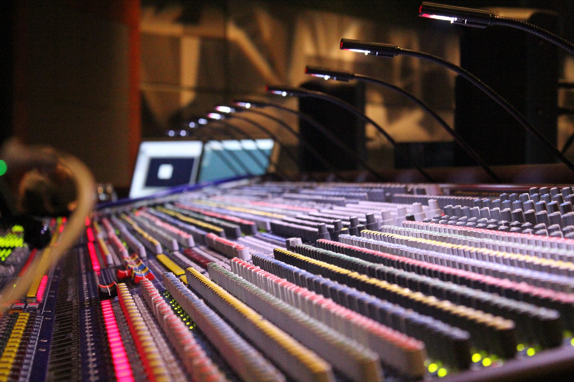 soundboard-785798_1920